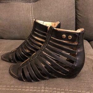 Shoes - Report Gladiator Sandals